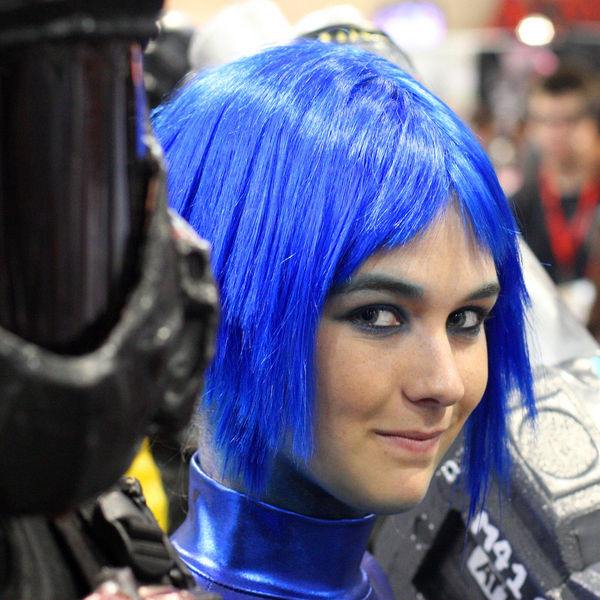 blue-hair-cosplay-at-comicon-2009-san-diego_l